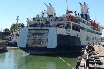 """El ferry """"Don Cándido"""", amarrado en Astilleros del Guadalquivir"""