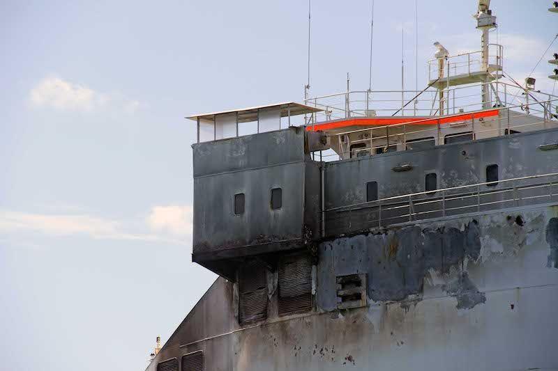 """Los efectos del fuego son visibles en el exterior del buque """"Grande Europa"""""""