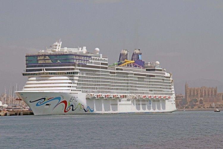"""El buque """"Norwegian Epic"""", en una de sus escalas en Palma de Mallorca"""