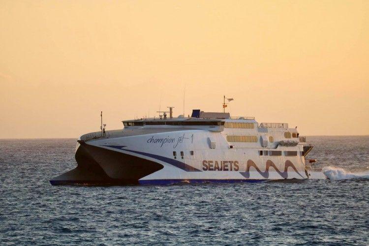 """El catamarán """"Chamption Jet 1"""" reforzará la línea Melilla-Almería"""