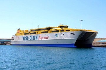 """El catamarán """"Betancuria Express"""", otra vez con problemas"""
