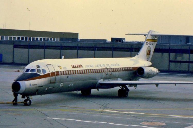 """El avión Douglas DC-9 de Iberia """"Ciudad de La Coruña"""", con la librea original"""