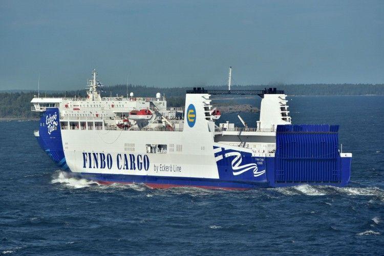 """El buque """"Finbo Cargo"""" navega en demanda del puerto de Helsinki"""