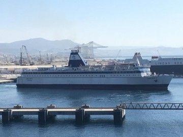 """El feryr """"Galaxy"""", atracado en el puerto de Tánger Med"""