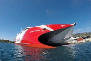 """El catamarán """"Volcán de Tagoro"""", en su reciente escala en Papetee, Tahití"""