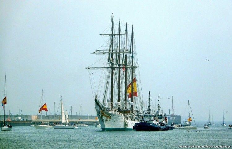 """El buque-escuela """"Juan Sebastián de Elcano"""",. a su llegada a Cádiz"""