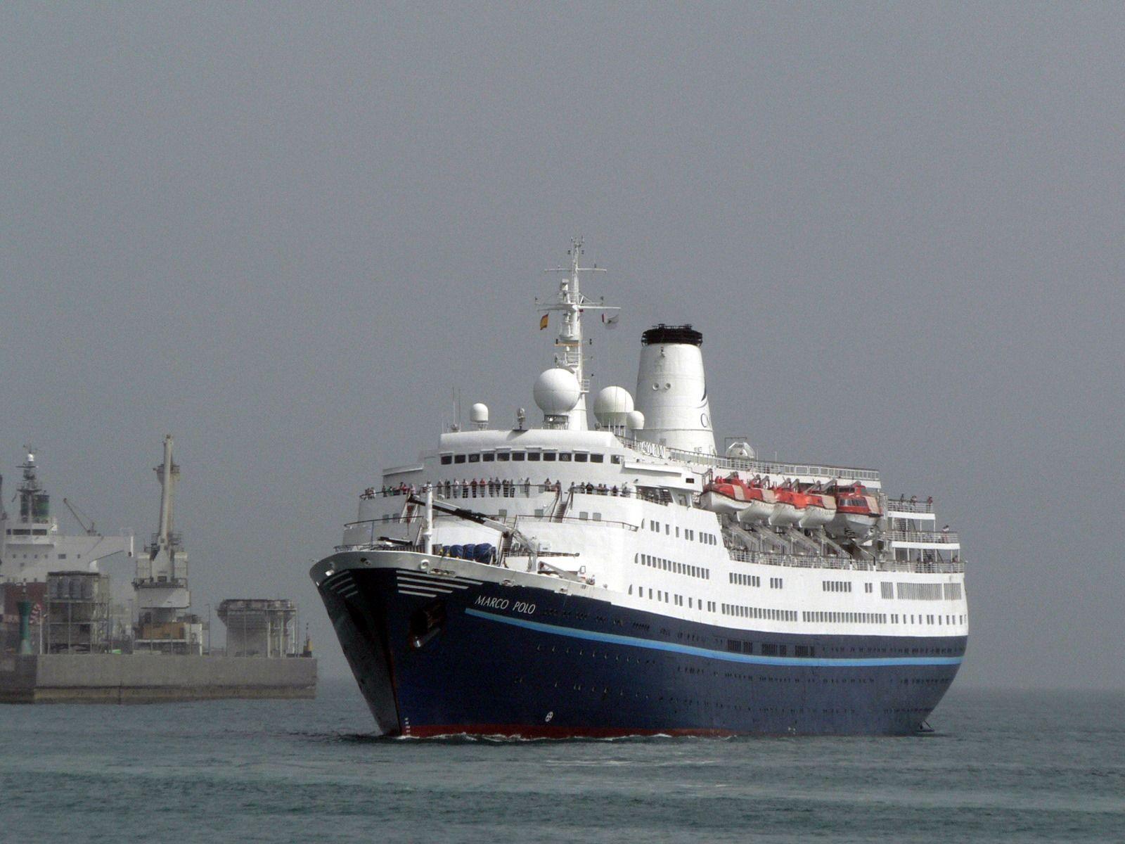 """El buque """"Marco Polo"""", en una de sus escalas en el puerto de Santa Cruz de Tenerife"""
