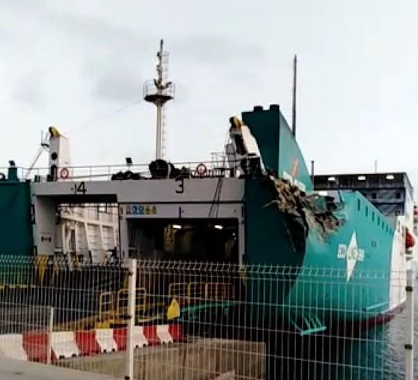 El buque ha quedado amarrado a la espera de la decisión de los técnicos
