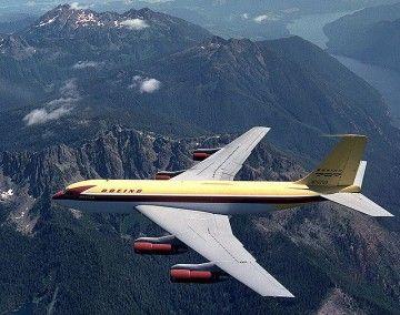 El avión prototipo Boeing B-367-80, en vuelo