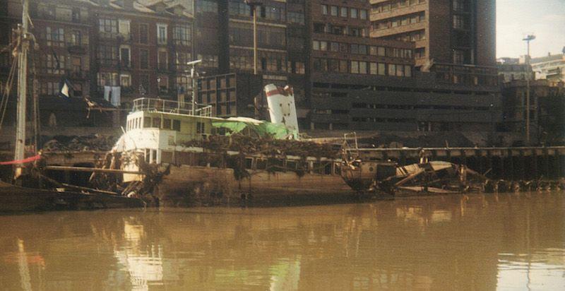 Lamentable estado en el que quedó el buque tras la riada de Bilbao