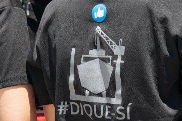 El personal de Tenerife Shipyards sigue su campaña a favor del dique flotante