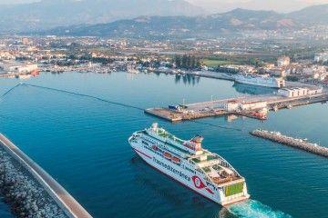 """Durante el verano, el buque """"Villa de Teror"""" tiene su base en Motril"""