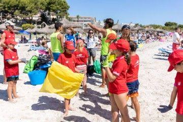 La acción se realizó esta mañana en la playa de Alcúdia