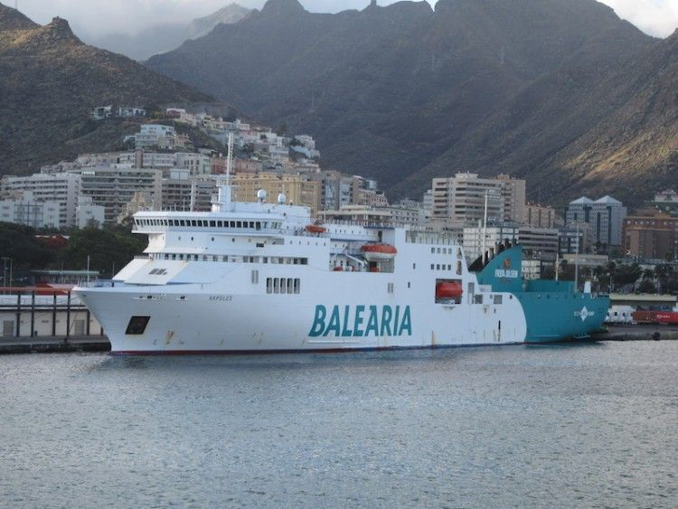 """Imagen del buque """"Nápoles"""" en el puerto de Santa Cruz de Tenerife"""