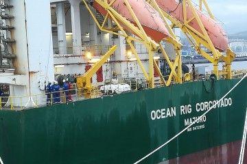 """El personal de Hidramar, en la popa del buque """"Deepwater Corcovado"""""""