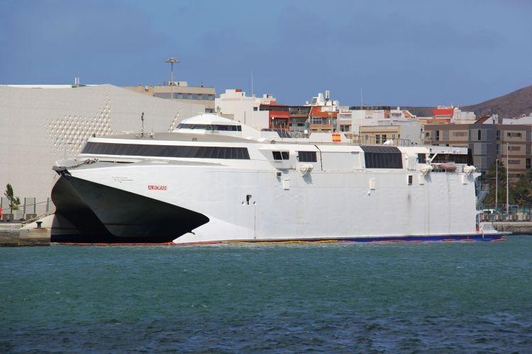 """El catamarán """"Alborán"""" ha dejado su atraque y ha entrado en ASTICAN"""