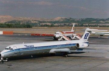 """El avión MD-88 EC-FGM """"Torre de Hércules"""", en el aeropuerto Madrid-Barajas"""