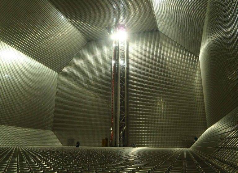 Interior de un tanque de membrana de un buque gasero