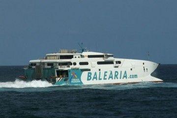 """El catamarán """"Jaume III"""", de la flota de Balearia"""