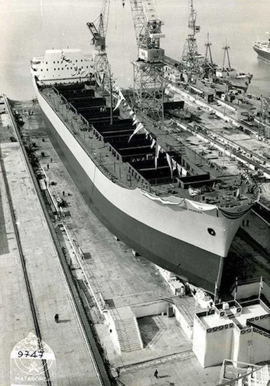 """El buque """"Luis Pereda"""", preparado para su botadura"""