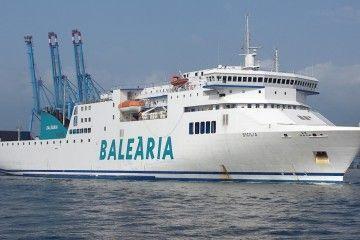 """El ferry """"Sicilia"""" ha protagonizado un derrame de gasoil en Málaga"""