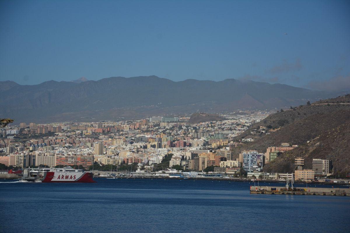 "El catamarán ""Volcán de Tagoro"", a su llegada esta mañana a Santa Cruz de Tenerife"