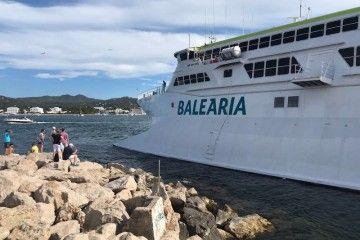 """Imagen del catamarán """"Pinar del Río"""", cuando embarrancó en Sant Antoni"""