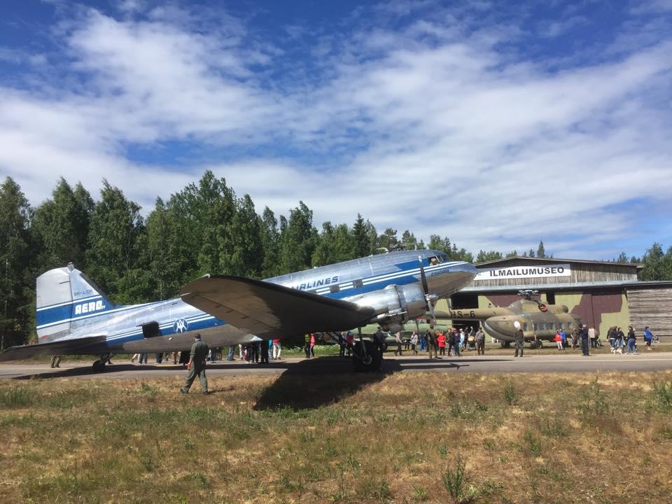 En los meses de verano, el avión vuela regularmente en Finlandia