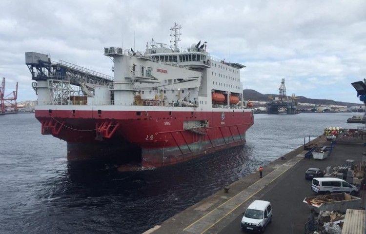 """El flotel """"Temis"""", a su llegada al puerto de Las Palmas de Gran Canaria"""