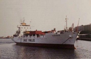 """El buque """"Guadalquivir"""", ex """"Lago Enol"""" (2º), maniobra en el puerto de Santa Cruz de Tenerife"""