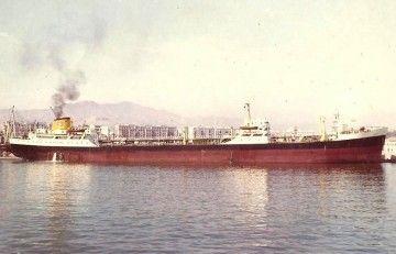 """El petrolero """"Piélagos"""", de Naviera de Castilla, atracado en el puerto de Málaga"""