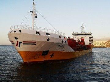 """El petrolero """"Dácil"""", fondeado en aguas del puerto de Santa Cruz de Tenerife"""