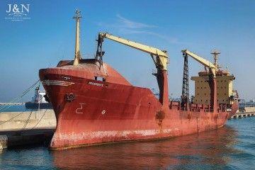 """El buque """"Prosperity"""", visto por la amura de babor, en su abandono en Algeciras"""