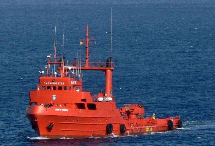 """El remolcador """"Conde de Gondomar"""", en aguas del puerto de Santa Cruz de Tenerife"""