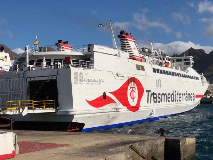"""El monocasco de alta velocidad """"Almudaina Dos"""", matrícula naval de Santa Cruz de Tenerife"""