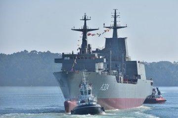 """El buque AOR """"Stalwart"""" flota por primera vez en aguas de la ría ferrolana"""