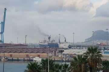 Malos humos en el puerto de la bahía de Algeciras