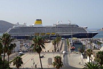 """El buque """"Spirit of Discovery"""", atracado en el puerto de Cartagena"""