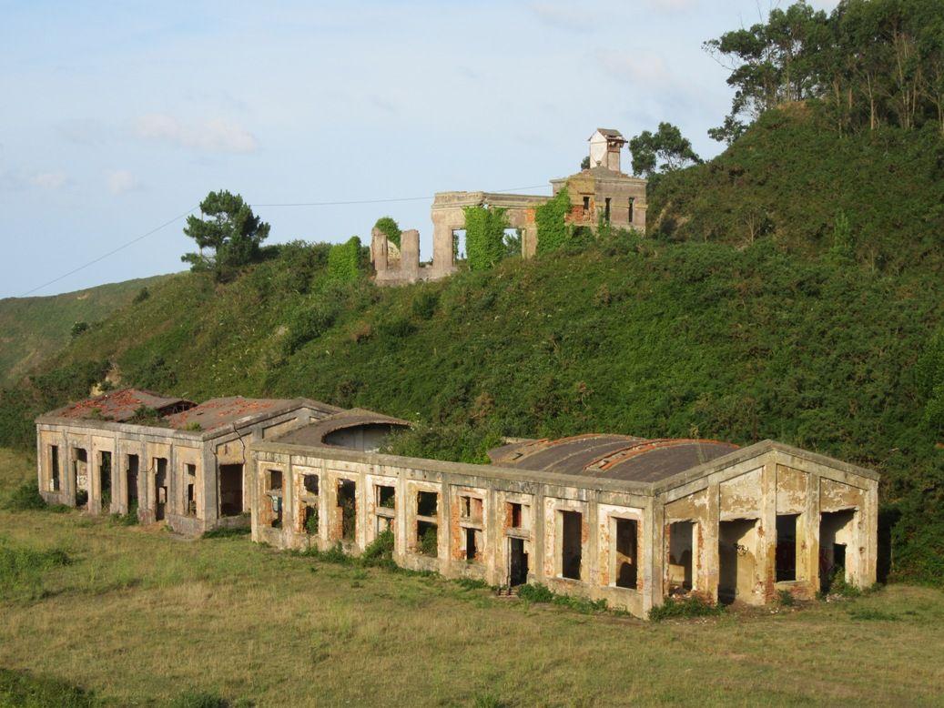 Restos de las instalaciones mineras de Llumeres