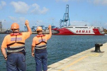 """Bienvenida al catamarán """"Volcán de Tagoro"""" en el puerto de Las Palmas de Gran Canaria"""