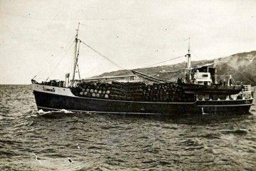 """El buque """"Llumeres"""" zarpa del puerto de Santa Cruz de La Palma"""