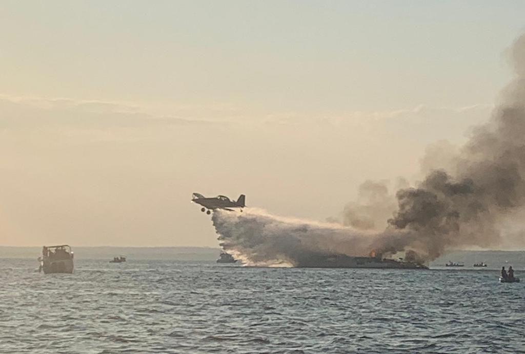 Una avioneta Tractor ayudó a apagar el fuego