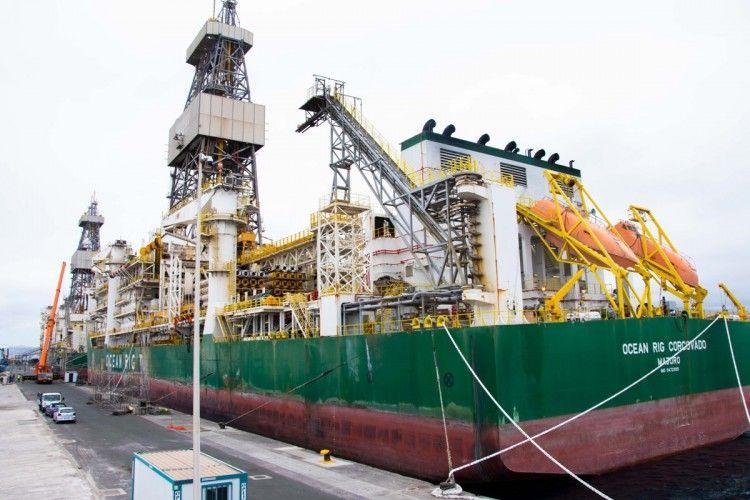"""El buque perforador """"Deepwater Corcovado"""", atracado en el puerto de Las Palmas de Gran Canaria"""