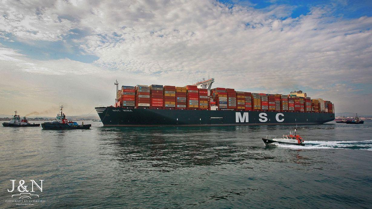 """Maniobra del buque """"MSC Mina"""" en el puerto de Algeciras"""
