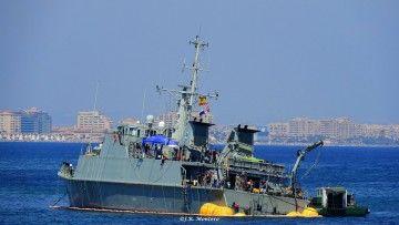 """El buque cazaminas """"Turia"""" (M-34), durante su varada en la Manga del Mar Menor"""