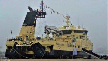 """El buque """"Polar Nattoralik"""" en su entrega, ayer, en el puerto de Vigo"""