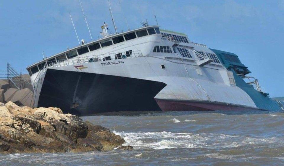 """El catamarán """"Pinar del Río"""" se encuentra en una situación comprometida"""