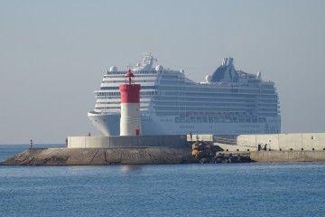 """El buque """"MSC Poesía"""", a su llegada a Cartagena"""