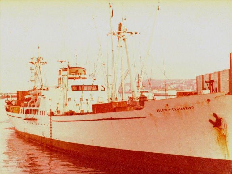 """El buque """"Delfín del Cantábrico"""", visto por la amura de estribor"""
