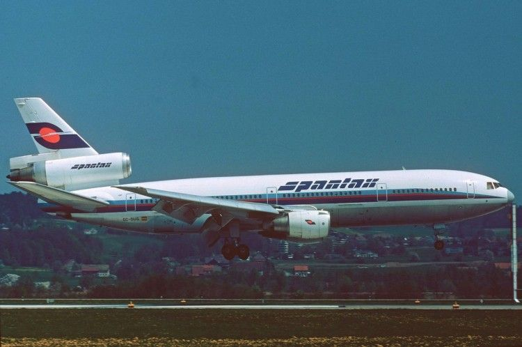 El avión DC-10-30 de Spantax EC-DUG, a punto de aterrizar